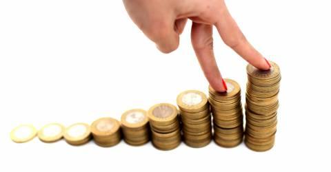 Hand en geld trap, krediet, rente, doorlopend krediet